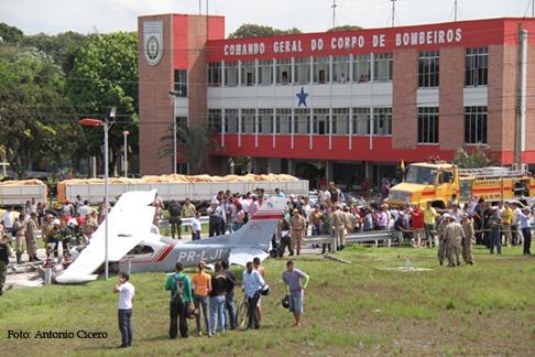 (16074) Avião bimotor cai em Belém