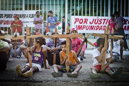 Manifestação dos movimentos sociais em frente ao Fórum Cível de Marabá, no Pará, contra os assassinatos. Foto Mídia Ninja CC BY-SA