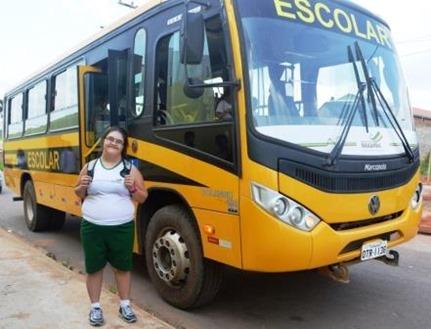 Zenir Marinice utiliza o Transporte Escolar há quatro meses.