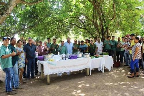 Um grande almoço foi servido a todos e uma festa comemorando a produção (1)