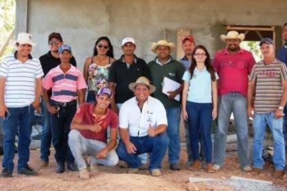 Equipe da prefeitura, representante do sebrae e produtores rurais