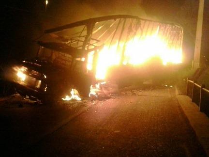 Caminhão incendiado em Eldorado dos Carajás
