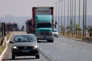 Faraol baixo ligado agora é lei em rodovias federais