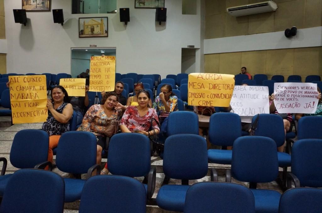populares-foram-protestar-e-pedir-a-saida-de-joao-salame