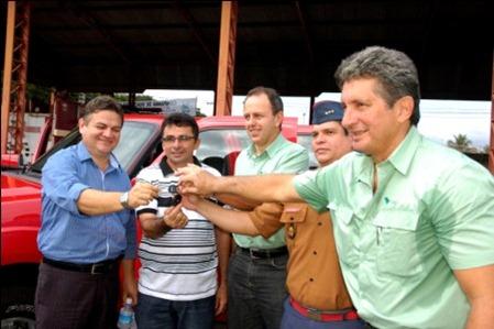 Vale e PMP entregam camioneta para o CB de Parauapebas - foto Helder Messiahs