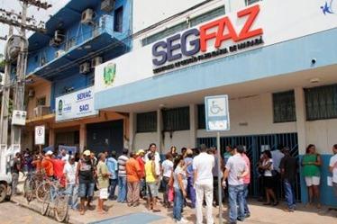 Servidores interditam secretarias municipal em Marabá