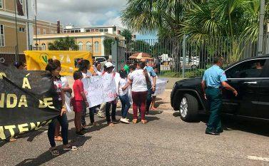 Grupo de Tucuruí faz manifestação em frente ao TJPA
