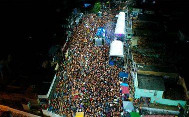 Ao som das micaretas, milhares festejam carnaval em Tucuruí