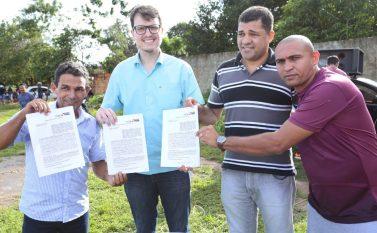 Assinado convênio para construção de campo de futebol na Vila Planalto