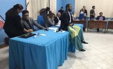 Tucuruí: Manifestantes ocupam Câmara Municipal e sessão para discutir cassação de prefeito segue paralisada