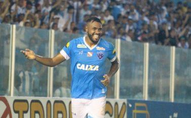 Com três gols do atacante Cassiano, Paysandu volta a vencer o Santos-AP e avança para a semifinal da Copa Verde