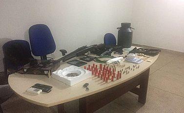 Polícias Civil e Militar prendem dupla que estava sondando bancos para assalto