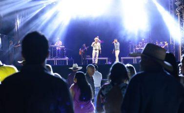 Abertura da 5ª  ExpoCanaã atrai público pequeno ao Parque de Exposição