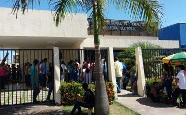 No último dia, eleitores lotaram pátio do Cartório para regularização do titulo