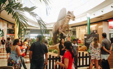Exposição de dinossauros atrai público ao Shopping Partage Parauapebas