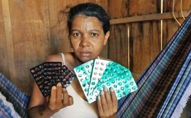 Mulher passa mal ao ingerir medicamentos vencidos para tuberculose