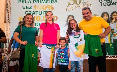Uniformes escolares são entregues para alunos de Serra Pelada