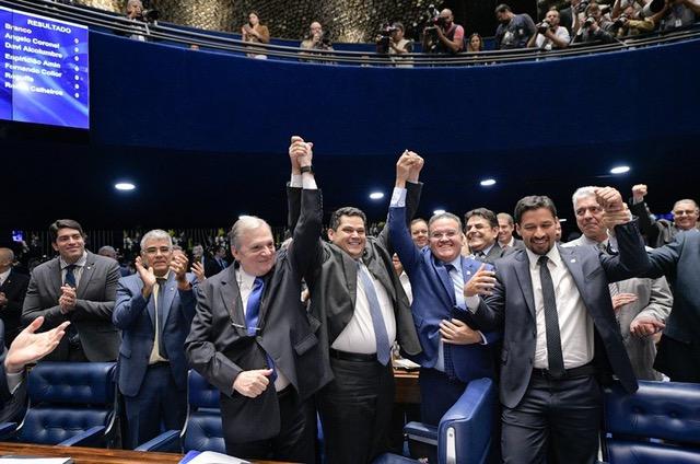 Mesmo hospitalizado, Bolsonaro elege Alcolumbre ao Senado, neutralizando a velha política
