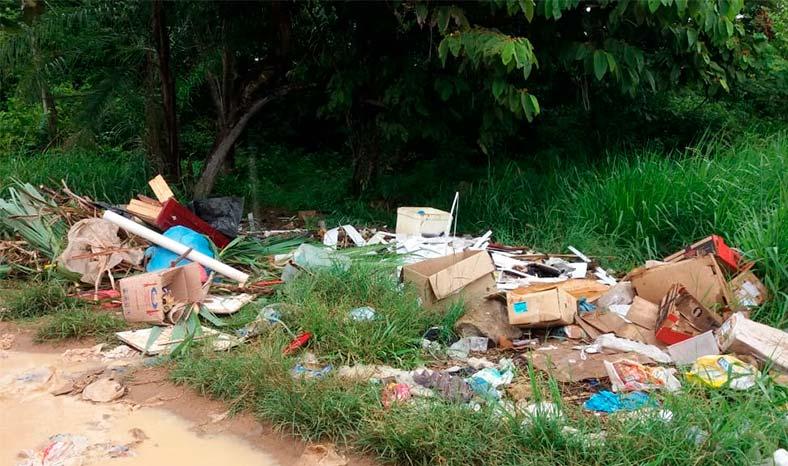 Lixo jogado em reserva florestal causa transtornos em Redenção