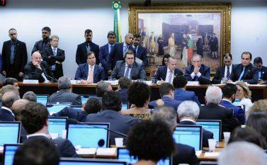 Insultos e falta de decoro marcam clima hostil contra ministro da Economia na CCJC