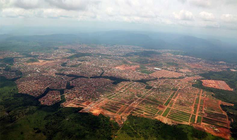 """Secretaria de Obras de Parauapebas """"mete ficha"""" em recuperação de vias urbanas"""