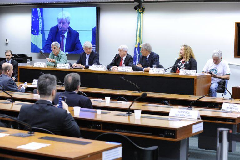 Governo prevê que 1 milhão que moram na Amazônia só terão energia em uma década