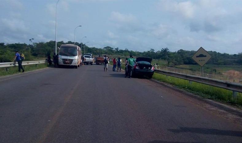 Manifestação interdita PA-263 próximo à barragem de Tucuruí