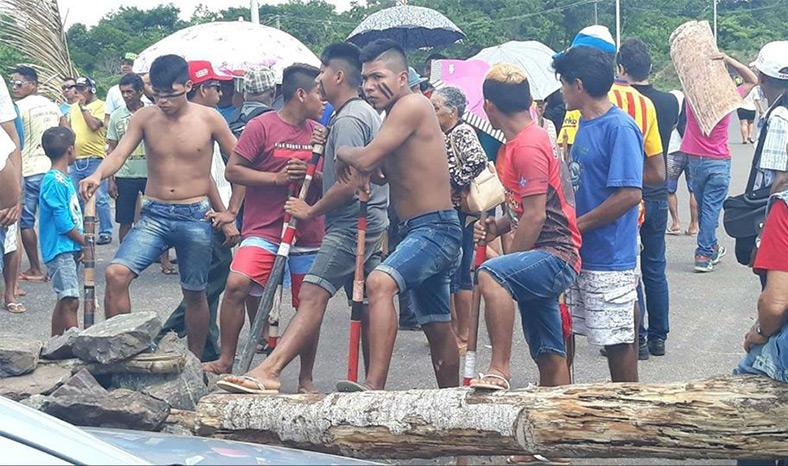 Manifestantes interditam PA-263, na Barragem de Tucuruí