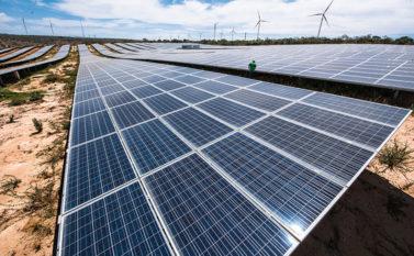 Bolsonaro diz que não quer taxação de energia de painéis solares