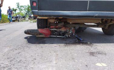 Adolescente de 17 anos morre ao avançar preferencial em motocicleta