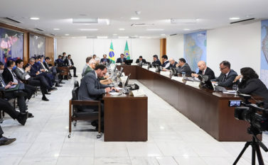 Bolsonaro e Governadores discutem distribuição de recursos para ações na saúde no Norte e Nordeste