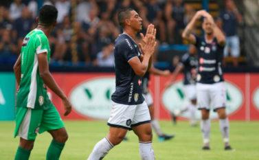 Remo e Independente ficam no empate sem gols no Estádio Baenão em jogo com expulsões