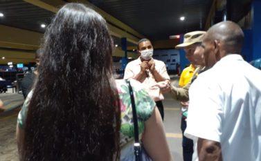 Mulher com suspeita de coronavírus é retirada do ônibus na rodoviária de Belém