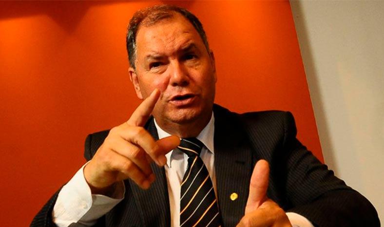 Bancada ruralista pressiona Maia para votação de projeto sobre regularização fundiária