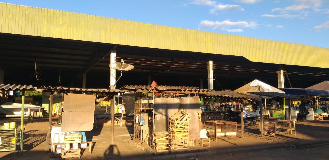 Feirantes e clientes recebem orientações sobre a Covid-19 em Conceição do Araguaia