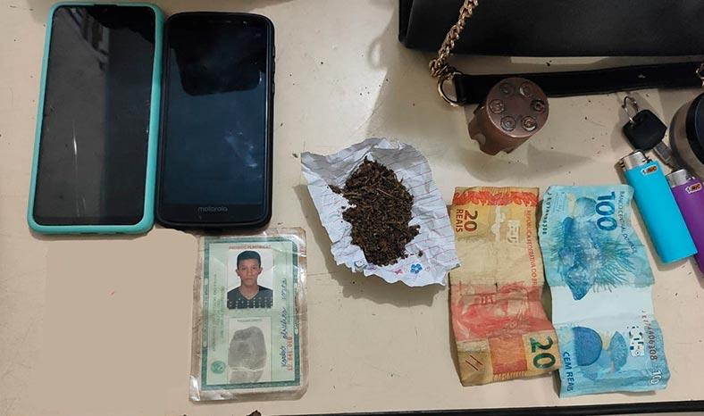 Casal procurado por assaltos é preso portando maconha em Parauapebas