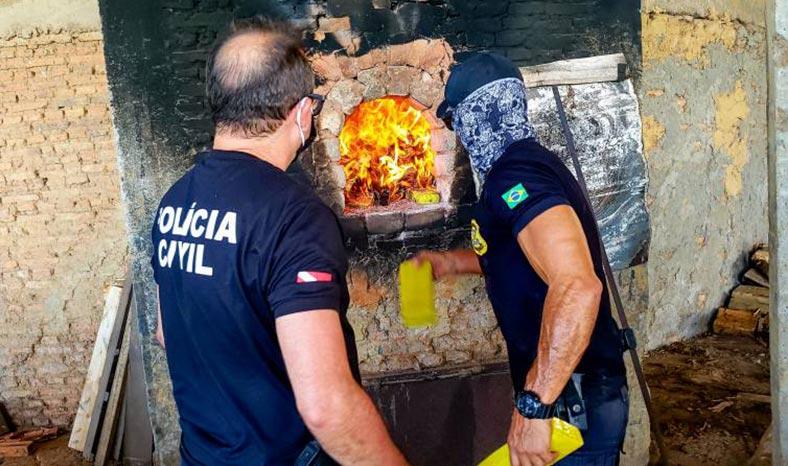 Cerca de uma tonelada de drogas é incinerada pela Polícia Civil