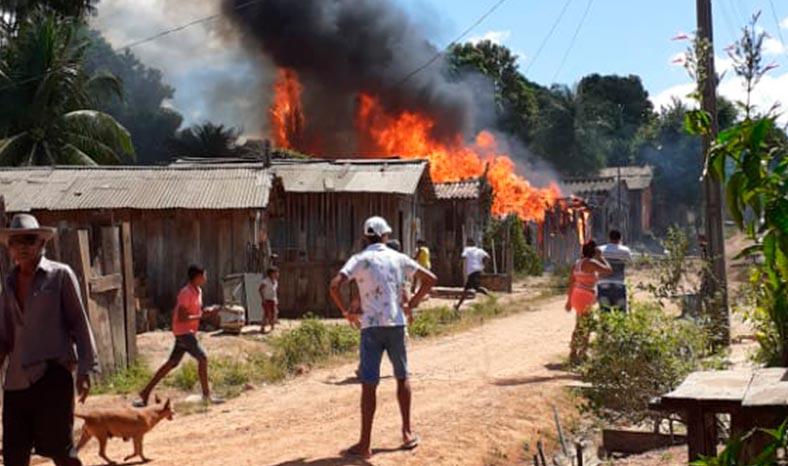 Jacundá tem sexta-feira de fogo com três casas destruídas