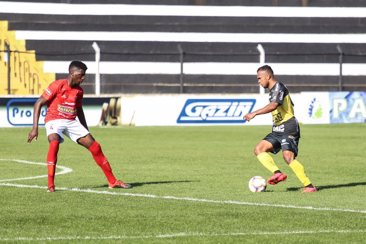 Magno Ribeiro deixa sua marca no retorno do futebol estadual paranaense