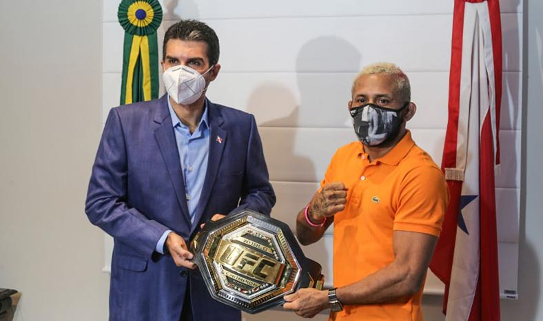 Paraense campeão do UFC recebe mais alta honraria do Estado