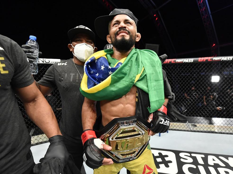 Deiveson Figueiredo detona Joseph Benavidez e conquista o cinturão no peso-mosca do UFC
