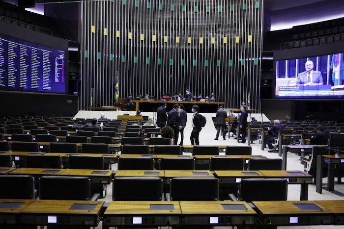 Deputados aprovam texto-base do projeto que adia as eleições 2020