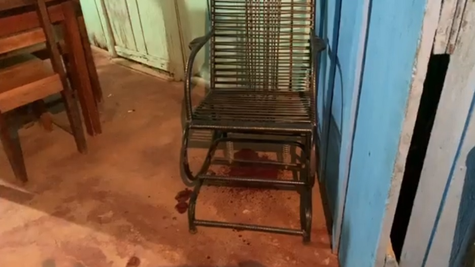 Tailândia: Homem é morto a facadas enquanto dormia em uma cadeira