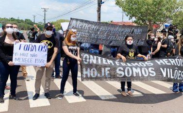 Funcionários do Hospital Regional de Tucuruí protestam contra atraso no pagamento de plantões