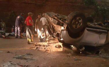 Tucuruí: Carro cai na pista central da Avenida Raimundo Veridiano