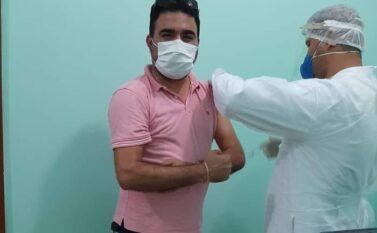 Coordenador de hospital público fura a fila de imunização e é exonerado